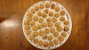 חטיף אנרגיה טבעוני - כדורי תמרים עם אגוזי מלך