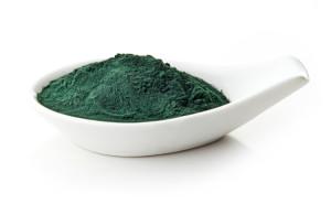אבקת ספירולינה. ניתן לצרוך ספירולינה גם כאוכל, וגם בקפסולות