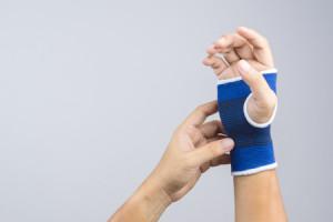 סד תמיכה למפרק כף היד. מגביל את תנועות המפרק